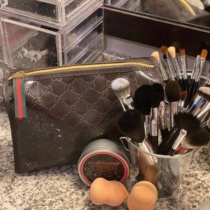Gucci Supreme Cosmetics bag 💄